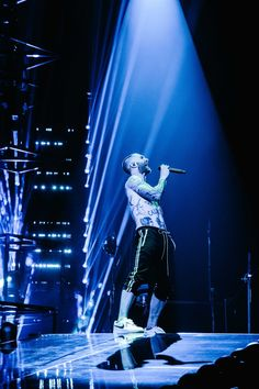 Adam Levine, Maroon 5, Twitter