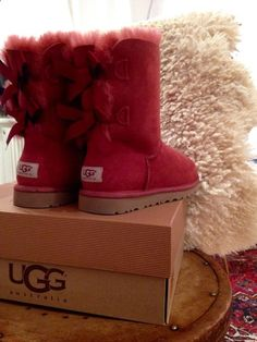 UGG Boots Outfit UGG Australia Classic Fashion trends Haute couture Style tips Celebrity style Fashion designers Casual Outfits Street Styles Women's fashion Runway fashion Ugg Boots Outfit, Ugg Style Boots, Red Ugg Boots, Classic Fashion Trends, Style Fashion, Uggs For Cheap, Vegan Boots, Sheepskin Boots, Comfortable Boots