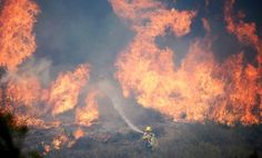 Firefighters battle California wildfire May 2, 2013
