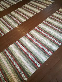 Räsymatot Erkkolassa Loom Weaving, Hand Weaving, Rag Rugs, Recycled Fabric, Woven Rug, Finland, Fiber Art, Recycling, Decor