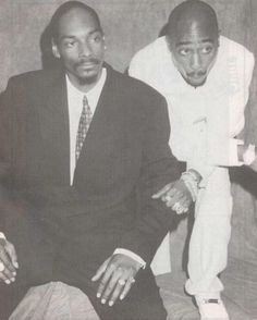 Came across this rare pic of #SnoopDogg and #Tupac from old #DeathRowRecords days. Show some #2pac #hiphop #history #legit #legend #thuglife #westcoast #snoop #blackandwhite #gangsta #oldschool #90shiphop