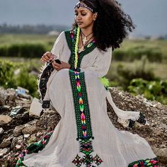 Nothing makes a woman more beautiful than the belief that she is beautiful 👗👑😍 📷 Credits Beautiful African Women, African Beauty, African Fashion, Ethiopian Beauty, Ethiopian Dress, Ethiopian Traditional Dress, Traditional Dresses, Ethiopian People, Wedding Of The Year