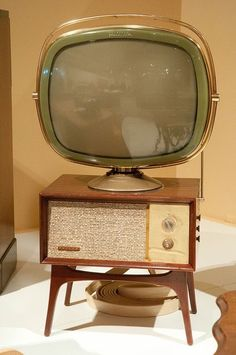 Old TV set This TV looks more futuristic than a flat LED monitor. - Old TV set by onate photography, Radios, Vintage Television, Television Set, Casa Retro, Retro Home, Vintage Tv, Vintage Antiques, Tvs, Tv Sets