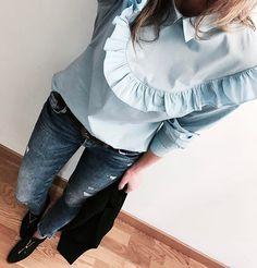 Look de hoy 🙋🏼 Blusa @que_guapa (new) 👉🏾 en su página web tenéis un 10% de descuento con el código ESTI10 Jeans @zara (old) Botines @calzadosercilla (new) 👉🏾 Son de piel 100%, NEW COLLECTION, al 50% descuento. Ahora están a 45€ Blazer/levita @zara (new) 👉🏾👉🏾 Si no habéis visto mi foto anterior id a verla porque hemos empezado súper sorteo con @calzadosercilla 🙌🏾