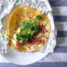 Make Ahead Breakfast Tacos.Extremely easy and convenient, these tacos are a combination of eggs, toppings of your choice, and cheese, assembled ahead of time and kept in a warm oven wrapped in foil until you are ready to serve. Breakfast And Brunch, Breakfast Low Carb, Breakfast Tacos, Make Ahead Breakfast, Breakfast Recipes, Camping Breakfast, Breakfast Casserole, Brunch Recipes, Breakfast Ideas