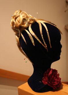 Ines Lang Design Wien Crown, Design, Fashion, Hair Makeup, Moda, Corona, Fashion Styles, Fashion Illustrations