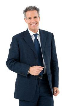 Vorstellungsgespräch Kleidung für Herren bei Bewerbung für einen Bürojob mit Führungsfunktion oder für einen Bürojob ohne Führungsposition in konservativen Branchen z.B. Banken.