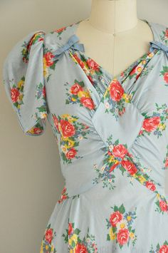 LOVE this 1930s vintage floral dress! @Jadrienne Myhre i found you in dress-form. please wear this ASAP.