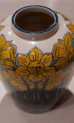 A traveling Smithsonian exhibit featuring wares from the Civil War-era Newcomb Pottery Enterprise will open Sunday and continuing through April 17 at the Grand Rapids Art Museum.