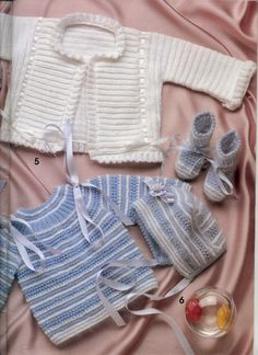 "Photo from album ""Especial Bebes on Yandex. Knitting For Kids, Baby Knitting, Baby Patterns, Crochet Patterns, Baby Jessica, Baby Barn, Knitting Paterns, Baby Pullover, Bebe Baby"