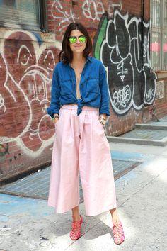 Leandra Medine wearing Madewell denim shirt, Tome pink shorts #StreetStyle