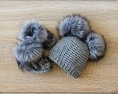 Double pom pom hat and booties - Gray Booties and hat set - Crochet baby clothes - Newborn wi. : Double pom pom hat and booties – Gray Booties and hat set – Crochet baby clothes – Newborn winter clothes – Fur booties – Gender neutral – – Trendy Baby Clothes, Crochet Baby Clothes, Crochet Baby Hats, Summer Clothes, Winter Newborn, Baby Winter, Newborn Winter Clothes Girl, Children Clothes, Kids Clothing