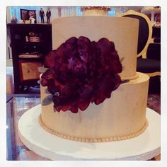 Loving this wine-colored garden rose!! Really makes a statement on a simple two-tier wedding cake. www.sugarflowercakeshop.com. Photo by Sugar Flower Cake Shop.