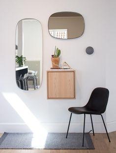 New Nordic Design – Decorating Foyer Nordic Interior Design, Entryway Mirror, Living Room Mirrors, Foyer Decorating, Scandinavian Home, Mid Century Furniture, Interior And Exterior, Home Decor, Neutral Tones