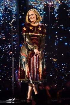 Brit Awards 2016 Adele looked great on the cat walk, and just as good on stage in her Valentino dress at the 2016 BRIT Awards Adele Love, Adele Style, Vestidos Adele, Celebrity Photos, Celebrity Style, Celebrity News, Brit Awards 2016, Adele Adkins, Adele Dress