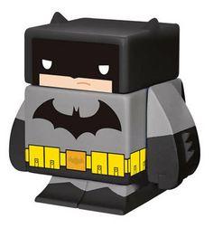 Figura magnética The Dark Night 4 cm. DC Cómics. Funko Espectacular figurita fabricada en vinilo con 5 partes extraíbles e imantadas del personaje de The Dark Night de 4 cm, 100% oficial y licenciada. De buen seguro este un regalo muy original y divertido.