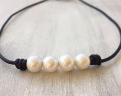 Cuero cuero, collar de perlas, collar de perlas, perlas de agua dulce, perlas en el collar de cuero, perlas cuero