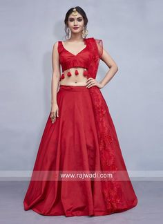 This plain red lehenga choli will get you all the attention that you desire! Stunning with all its simplicity, the red taffeta silk lehenga has minimalistic details of red tassels on the blouse and subtle flower details on the net dupatta. Plain Lehenga, Red Lehenga, Party Wear Lehenga, Bridal Lehenga, Red Saree Plain, Simple Lehenga Choli, Banarasi Lehenga, Silk Dupatta, Choli Designs