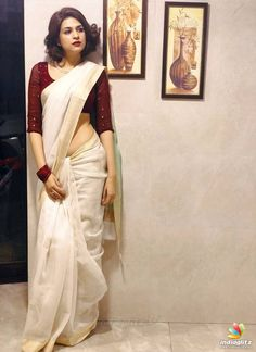 How to Get A Designer Saree Look with a Simple Saree. How to Get A Designer Saree Look with a Simple Saree. Kerala Saree Blouse Designs, Cotton Saree Designs, Dress Indian Style, Indian Outfits, Saree Poses, Saree Trends, Saree Photoshoot, Fancy Blouse Designs, Simple Sarees