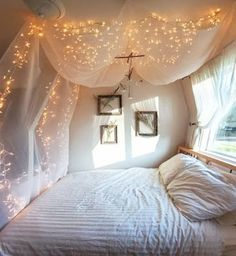 canopy + lights = good sleep + sweet dreams definitely want to do something like this in my room next year. Maybe for the room Dream Rooms, Dream Bedroom, Light Bedroom, Pretty Bedroom, Cozy Bedroom, Magical Bedroom, Bedroom Bed, Bedroom Ceiling, Girls Bedroom