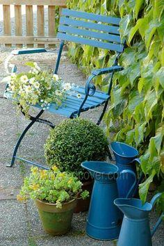 Color azul y verde Dream Garden, Garden Art, Garden Design, Dame Nature, Colorful Garden, Plantation, Garden Chairs, Garden Inspiration, Shades Of Blue