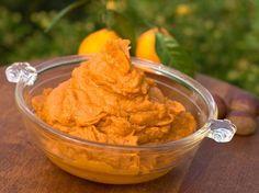 Ob als leckeres Püree, Suppe oder Ofengemüse - die Süßkartoffel wird immer beliebter. Die vielen Mineralstoffe und Vitamine und der süße Geschmack machen die Knolle zum Trendgemüse. http://www.fuersie.de/kochen/rezeptideen/artikel/suesskartoffelpueree