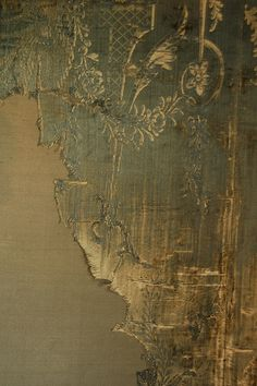 distressed silk wall panels at warwick castle