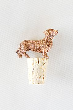 DIY: Glitter Animal Wine Toppers - so easy & a set of these would make a cute gift!