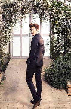 ❤❤ 지 창 욱 Ji Chang Wook ♡♡ that handsome and sexy look . Ji Chang Wook Smile, Ji Chang Wook Healer, Ji Chan Wook, Hot Korean Guys, Korean Men, Asian Men, Asian Actors, Korean Actors, Korean Celebrities