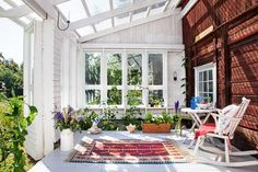 Seven Useful Shade Tolerant Groundcovers For Tough Spots Uterum Styling Och Foto Johanna Hopkins Text Eva Sanner Stylingassistent Anna Israelsson Outdoor Rooms, Outdoor Space, Beautiful Homes, Garden Room, Porch And Balcony, Outdoor Spaces, Sweden House, Home And Garden, Home Porch
