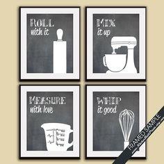 Cuisine drôle Art Print (Rolling Pin, table de mixage, tasse graduée et fouet) Set de 4, 8 x 10 Art imprimer (recommandés sur tableau noir)