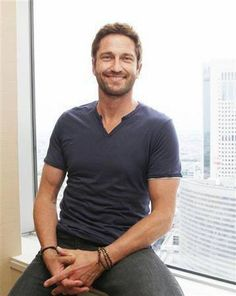 My inspiration for Jesse James Mcavoy, Actor Gerard Butler, Gorgeous Men, Beautiful People, Sexy Men, Sexy Guys, Hot Men, How To Look Better, Bae