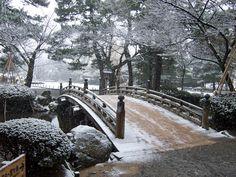Kenrokuen bridge or Flower-viewing Bridge, December.