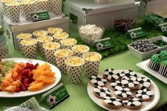 Soccer party: Cute cups of popcorn!