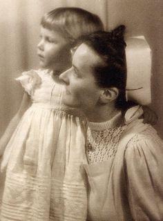 Valerie Ida Huberta Karoline Anna Maria Schenk Gräfin von Stauffenberg (1940-1966), the first born daughter of Claus and Nina Stauffenberg. She died at the age of 25 on leukemia. The photo was taken before the death of her father on July 21,1944.