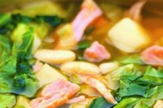 Uzené zapečené s kysaným zelím a bramborami | Apetitonline.cz Lettuce, Sprouts, Asparagus, Vegetables, Food, Studs, Essen, Vegetable Recipes, Meals