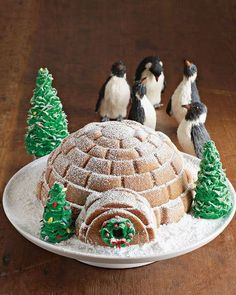 Bears, Gingerbread, and Igloos: New Holiday Cake Pans from Williams-Sonoma