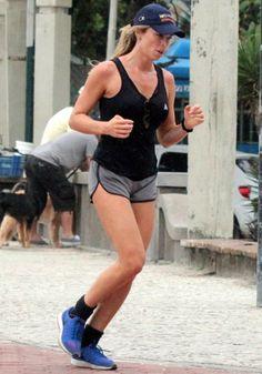 Looks fitness das famosas para se exercitar na rua e na academia