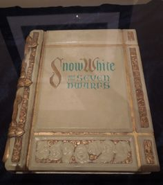 Disney Snow White storybook prop used in the opening sequence of Snow White and the Seven Dwarfs. Arte Disney, Disney Magic, Disney Art, Disney Dream, Disney Love, Disney Stuff, Disney And Dreamworks, Disney Pixar, Snow White Wedding