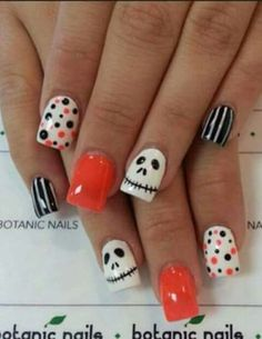 Are you looking for easy Halloween nail art designs for October for Halloween party? See our collection full of easy Halloween nail art designs ideas and get inspired! Halloween Orange, Cute Halloween Nails, Halloween Nail Designs, Spooky Halloween, Halloween Party, Halloween Ideas, Women Halloween, Halloween Season, Halloween 2017