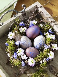 Centerpieces are the best way to decorate your tables. Here are the best DIY Easter Centerpieces Ideas which are perfect for Spring & Easter decor. Hoppy Easter, Easter Bunny, Easter Eggs, Easter Table, Easter Parade, Easter Celebration, Easter Holidays, Egg Decorating, Spring Crafts