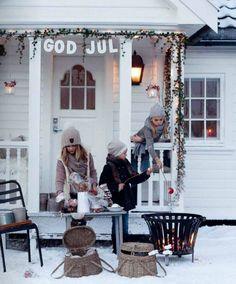 Outdoor Christmas Garden Inspiration ♥ Kerst Tuin Inspiratie Decorations Veranda Porch Fireplace Vuurkorf Marsmellows Childern #Fonteyn