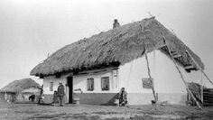 "Ukrainian settlers - By 1914 a series of informal Ukrainian ""blocs"" of varying… Largest Countries, Countries Of The World, Immigration Canada, Canadian History, America And Canada, Thatched Roof, Environment Concept Art, Historical Architecture, Historical Photos"