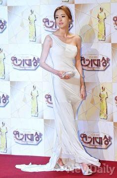 Lee Da-hee (이다희) Long Gown Dress, Long Gowns, Evening Dresses, Formal Dresses, Wedding Dresses, Korean Actresses, Korean Celebrities, Big Men, One Shoulder Wedding Dress
