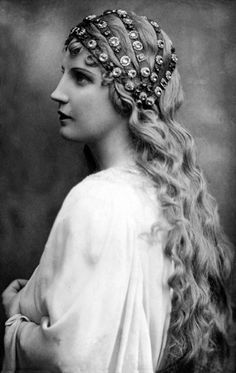 "Kirsten Flagstad ""The Voice of the Century"" as Elsa in Lohengrin, 1929"