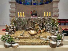 Christmas Crib Ideas, Christmas Nativity, Simple Christmas, Church Altar Decorations, Church Christmas Decorations, Table Decorations, Church Flower Arrangements, Floral Arrangements, Holy Week