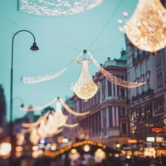 Vienna in Christmas. Look at those elegant chandeliers ! Elegant Chandeliers, Danube River, Imperial Palace, Blog Pictures, Vienna, Austria, Photo And Video, Artist, Christmas
