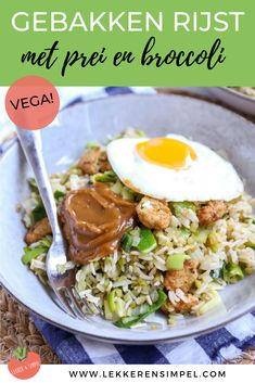 Fried rice with broccoli and leek - Tasty and Simple - Fried rice with broccoli and leek. A tasty and easy recipe. Tasty with peanut sauce and a fried egg - Diner Recipes, Cajun Recipes, Raw Food Recipes, Vegetarian Recipes, Healthy Recipes, Vegan Food, Green Bean Recipes, Exotic Food, Different Recipes