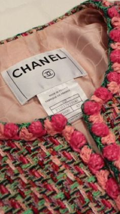 Discover recipes, home ideas, style inspiration and other ideas to try. Chanel Jacket Trims, Chanel Style Jacket, Chanel Couture, Couture Fashion, Couture Details, Fashion Details, Channel Jacket, Chanel Oberlin, Chanel Resort