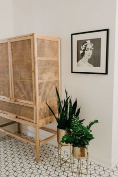 school of voice deco IDEA We are obsessed with Jaclyn Johnson's home! As the CEO and founder of Crea Home Interior Design, Interior Decorating, Home Furniture, Furniture Design, Storage Design, Storage Ideas, Deco Design, Bedroom Storage, Beautiful Bathrooms